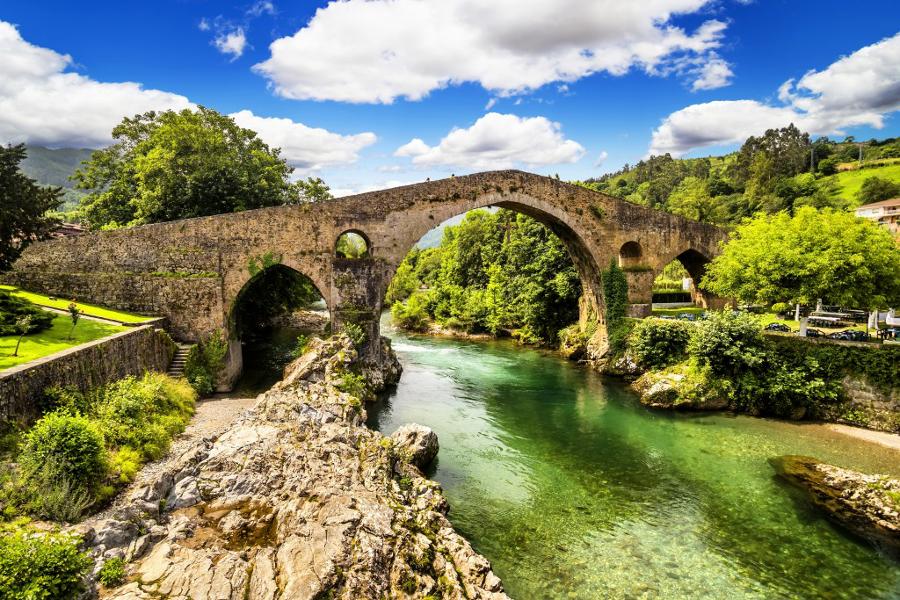 Los 5 mejores pueblos del interior de asturias for Oficina turismo cangas de onis